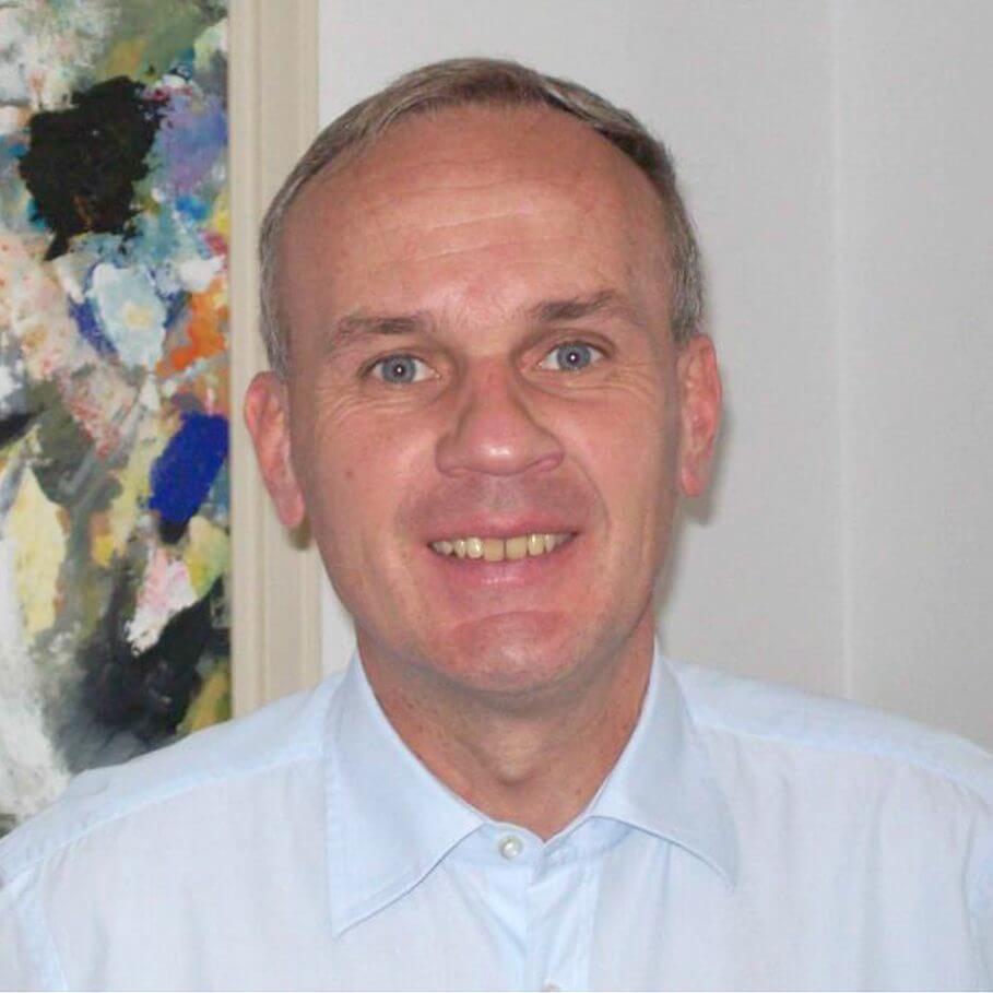 DR. CHRISTOPHER BAUMHOF